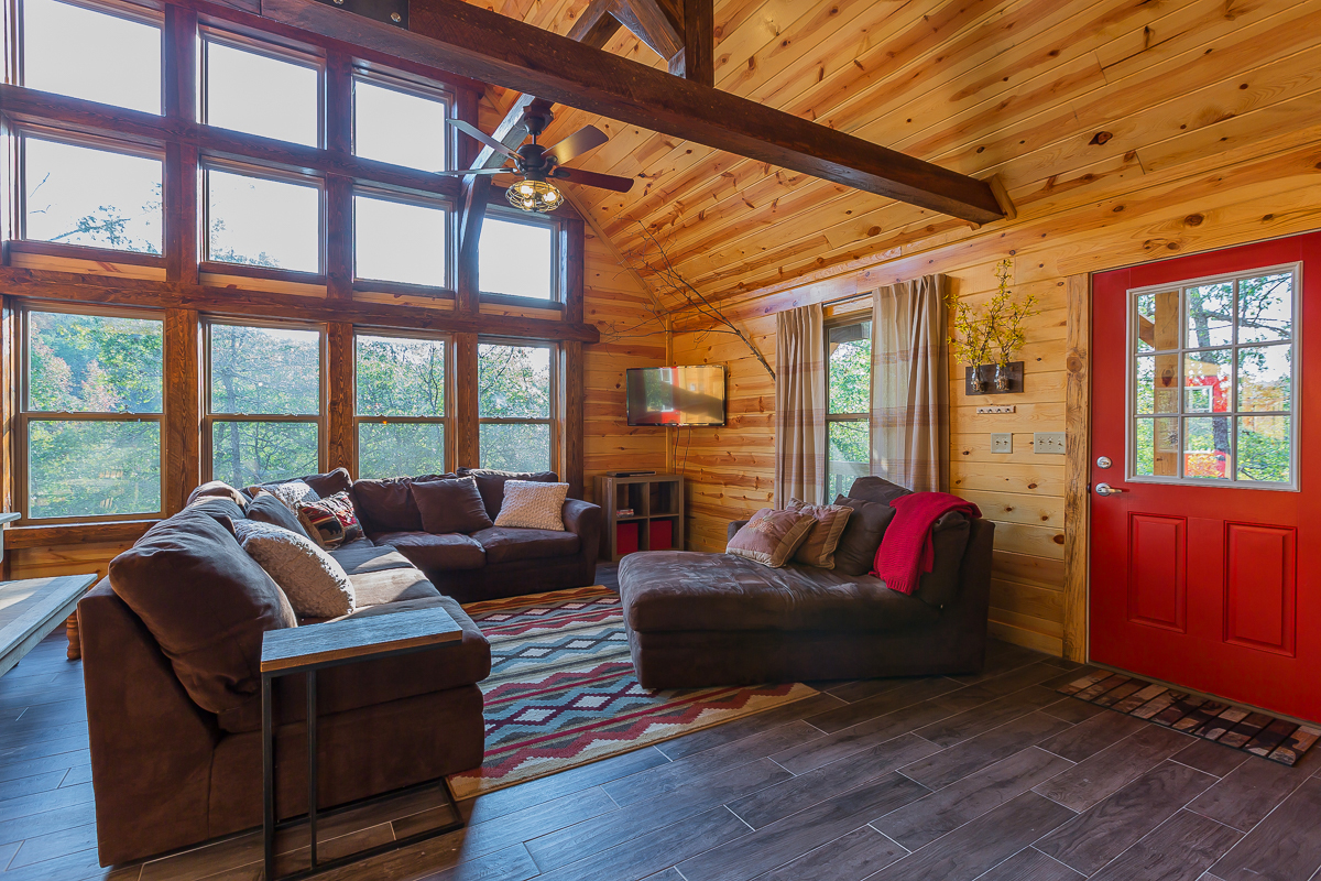 two arkansas lodge cabins family and mountainburg rentals bed ozark number mountain breakfast outside sky cabin in vue of