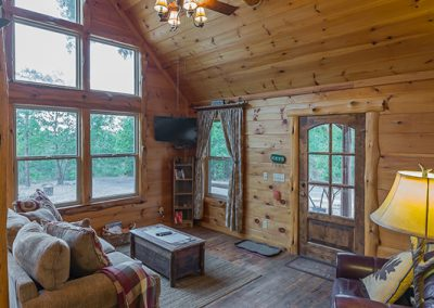 Living Room Area 3 Vertical Clear Sky Ridge Cabin Rentals Near Wolf Pen Gap In Mena Arkansas