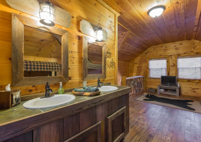 Loft Vanity 2 Clear Sky Ridge Cabin Rentals Near Wolf Pen Gap In Mena Arkansas 1