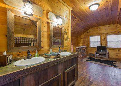 Loft Vanity 2 Clear Sky Ridge Cabin Rentals Near Wolf Pen Gap In Mena Arkansas 1